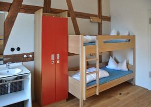 Jednoduchá patrová postel